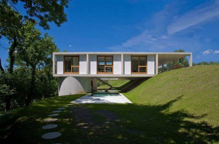 Дом на склоне: особенности и нюансы