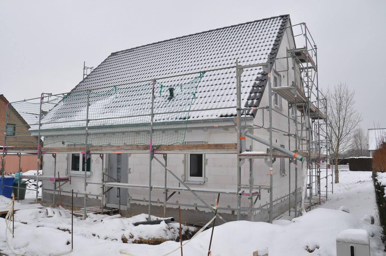 Можно ли зимой строить новый дом?